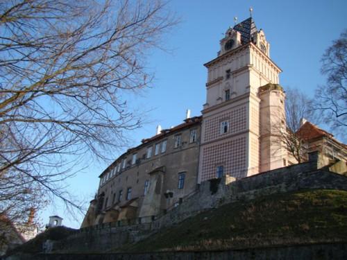 Замок Брандис в Старо Болеславе, в 16 км от Праги на север