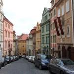 Улица Nerudova в Праге.